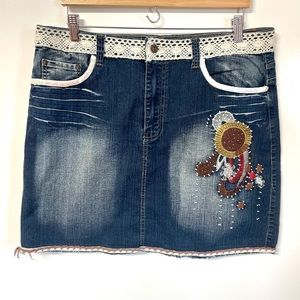 Apollo cute embroidered detailed mini denim skirt